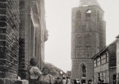 Korschenbroich Sebastianusstr mit Kirche nach Luftangriff